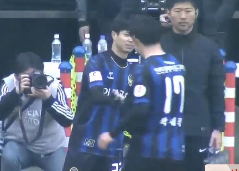 Fan hụt hẫng khi Công Phượng chỉ được vào sân 2 phút trong chiến thắng đầu tay của Incheon United-1