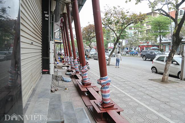Hà Nội: Nhà trên phố Đào Tấn đồng loạt... chống nạng-10