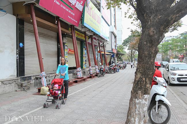 Hà Nội: Nhà trên phố Đào Tấn đồng loạt... chống nạng-11
