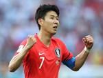 Chứng kiến cậu em út của đội chịu nỗi sự mất mát to lớn, Son Heung-min có hành động khiến các fan cảm thấy ấm lòng-5