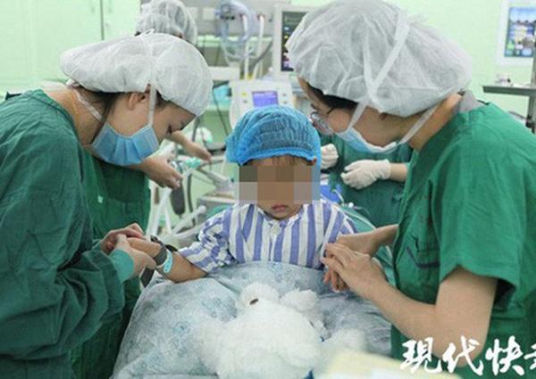 Bé gái 3 tuổi bị chẩn đoán ung thư vú khiến bác sĩ cũng phải ngỡ ngàng-1