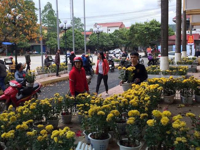 Dân đánh xe tải đến ga Đồng Đăng hôi hoa: Họ quá đông, chúng tôi đành bất lực-1
