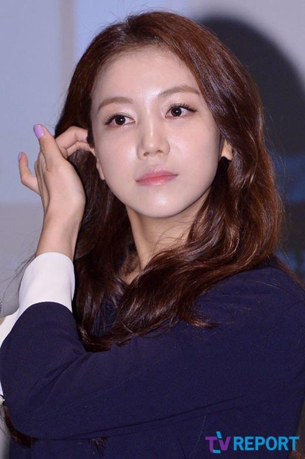 Ảnh Song Joong Ki đeo nhẫn cưới là ảnh cũ, tiểu tam thực sự không phải là bạn Song Hye Kyo mà là nhân vật này?-4