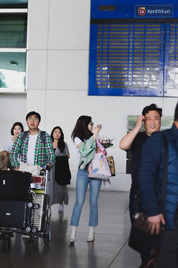 Eunjung (T-ara) khoe body nuột dù mặc giản dị tại sân bay Tân Sơn Nhất, nhưng gây chú ý hơn là thái độ của fan Việt-2