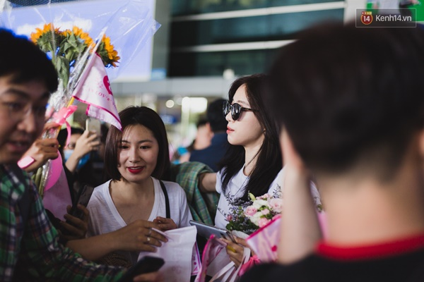 Eunjung (T-ara) khoe body nuột dù mặc giản dị tại sân bay Tân Sơn Nhất, nhưng gây chú ý hơn là thái độ của fan Việt-5