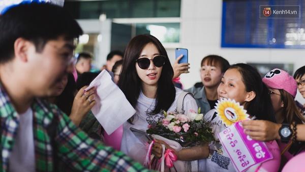 Eunjung (T-ara) khoe body nuột dù mặc giản dị tại sân bay Tân Sơn Nhất, nhưng gây chú ý hơn là thái độ của fan Việt-7
