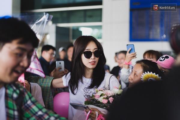 Eunjung (T-ara) khoe body nuột dù mặc giản dị tại sân bay Tân Sơn Nhất, nhưng gây chú ý hơn là thái độ của fan Việt-8