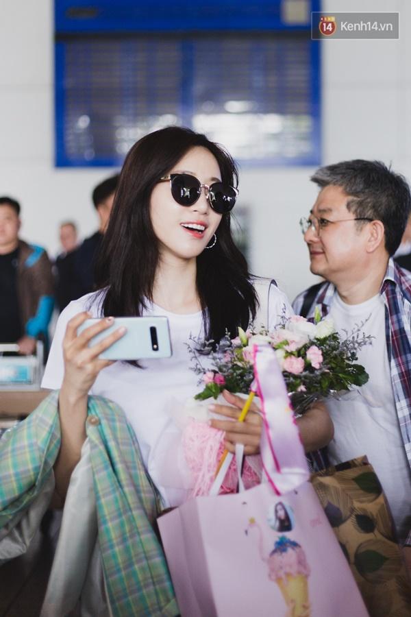 Eunjung (T-ara) khoe body nuột dù mặc giản dị tại sân bay Tân Sơn Nhất, nhưng gây chú ý hơn là thái độ của fan Việt-9