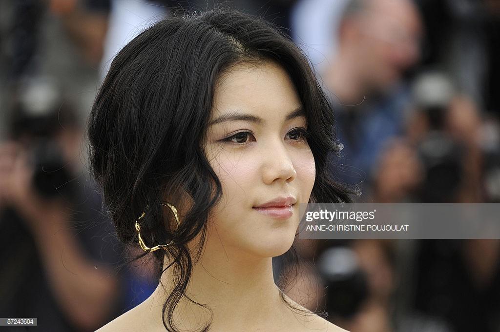 Tiểu tam tin đồn mới trong vụ ồn ào Song Song: Cô dâu Hà Nội gây sốc vì cảnh nóng, trải qua 2 mối tình chóng vánh-6