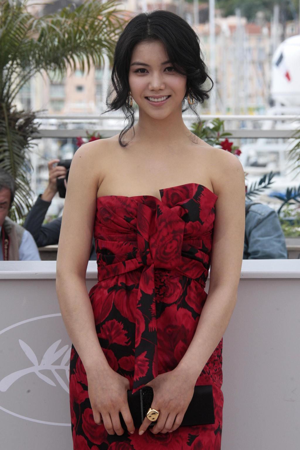 Tiểu tam tin đồn mới trong vụ ồn ào Song Song: Cô dâu Hà Nội gây sốc vì cảnh nóng, trải qua 2 mối tình chóng vánh-18
