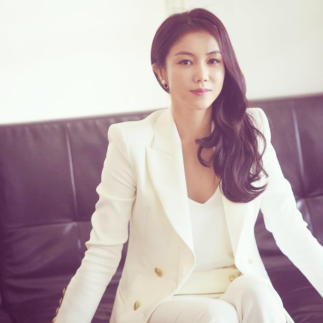 Tiểu tam tin đồn mới trong vụ ồn ào Song Song: Cô dâu Hà Nội gây sốc vì cảnh nóng, trải qua 2 mối tình chóng vánh-2