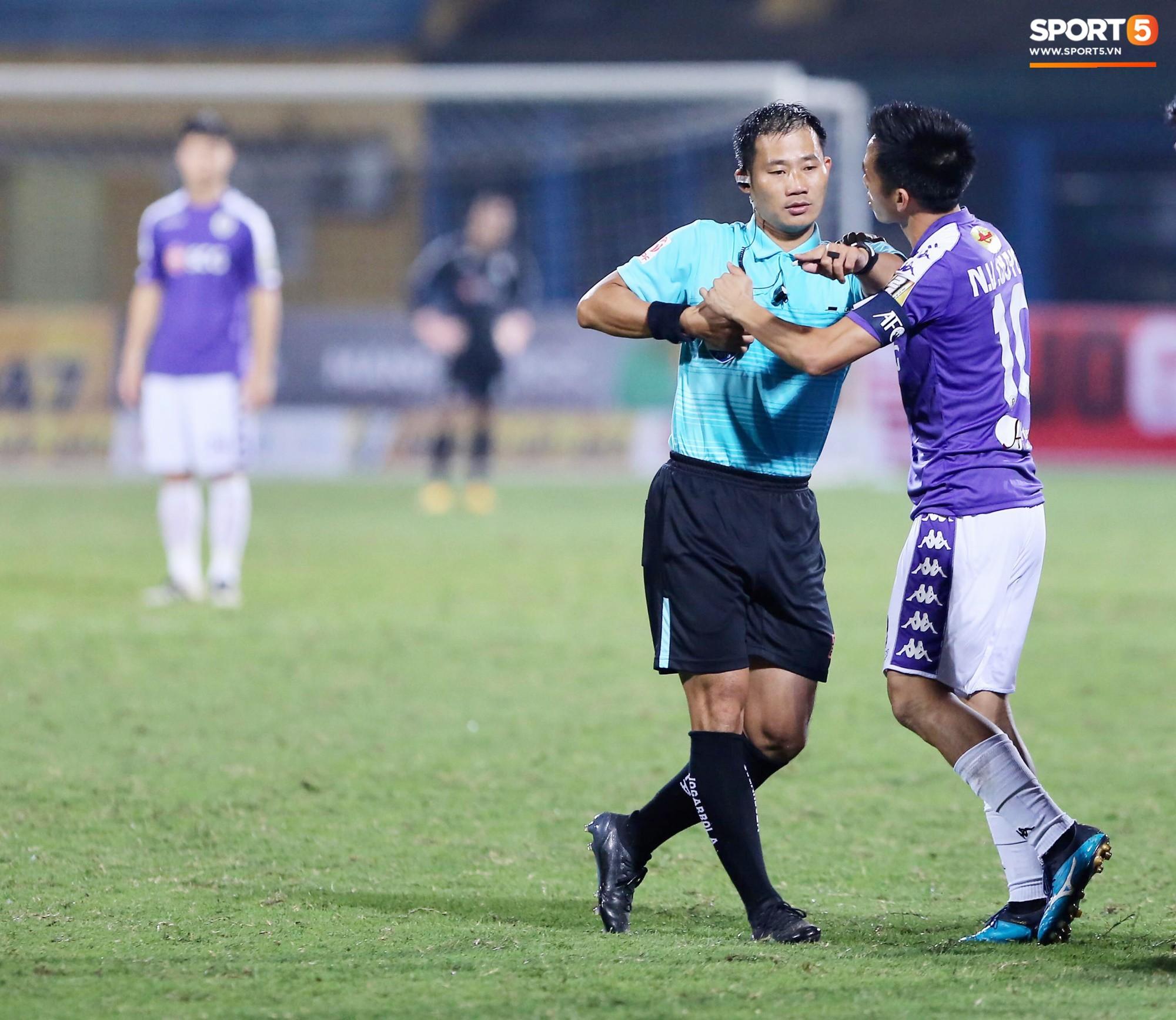 Mắc lỗi ngớ ngẩn trong trận Viettel vs Hà Nội, trọng tài cấp FIFA bị đình chỉ-1