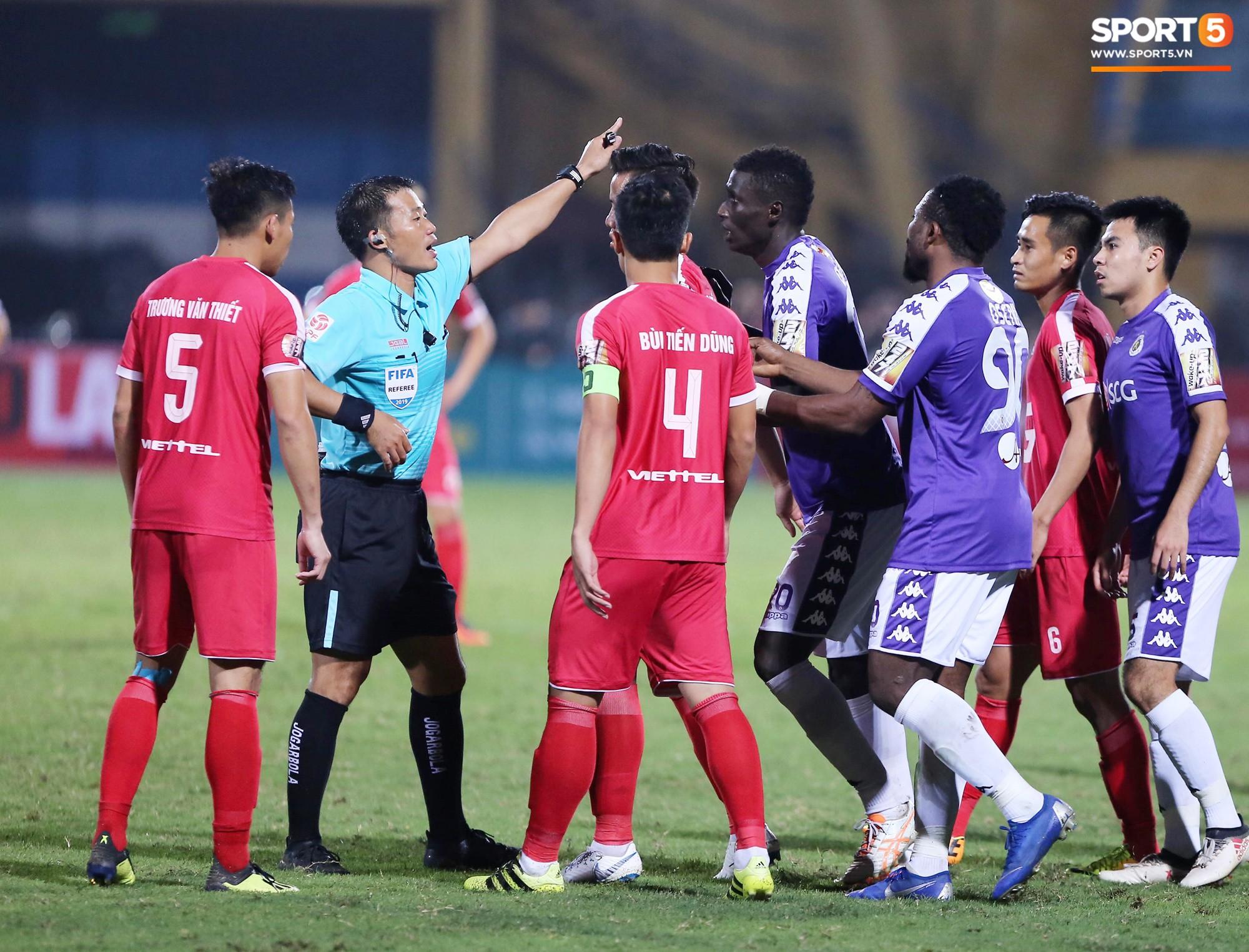 Mắc lỗi ngớ ngẩn trong trận Viettel vs Hà Nội, trọng tài cấp FIFA bị đình chỉ-2
