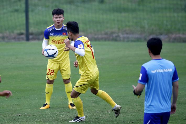 HLV Park Hang Seo đang chơi chiêu với Quang Hải?-2
