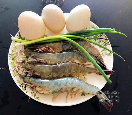 Trứng chiên tôm đơn giản, nhanh gọn mà ăn với cơm bao nhiêu cũng hết-1