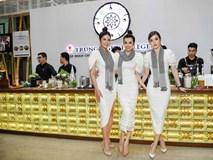 3 nàng hậu tặng sách tại Lễ hội cà phê Buôn Ma Thuột