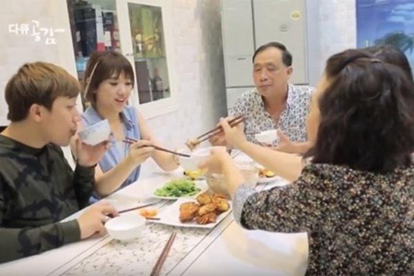 Đằng sau chuyện Hari Won chưa bao giờ vào bếp và thái độ đặc biệt với mẹ chồng-2
