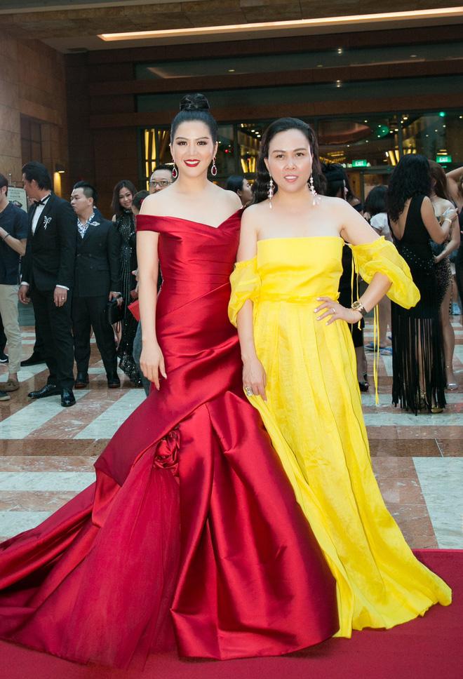 KHÔNG THỂ TIN NỔI: Phượng Chanel diện đầm dạ hội 100 triệu mà bèo nhèo chẳng khác nào váy second hand-3