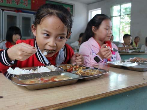 Yêu cầu ban giám hiệu ăn cùng học sinh để đảm bảo an toàn thực phẩm-1