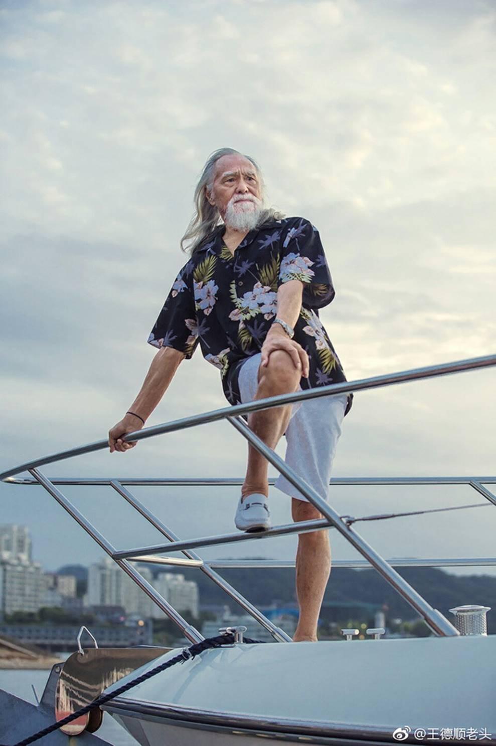 Nam thần tuổi 83: Tự lái xe, đóng cảnh hành động, làm người mẫu-6
