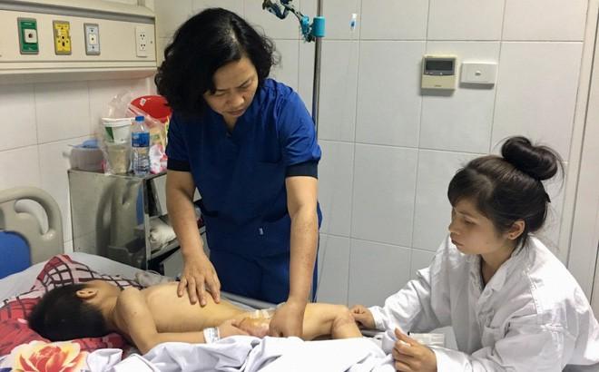 Bé trai 9 tuổi bại não bị 4 con chó của nhà trèo lên giường cắn đứt vùng kín-1