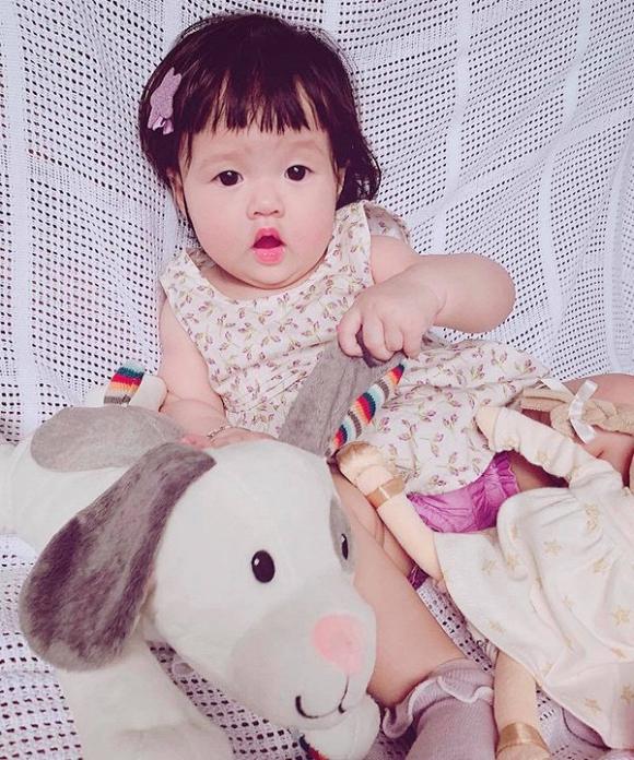 Chưa tròn 1 tuổi, Hoa hậu Đặng Thu Thảo đã tập cho con gái đức tính này-1