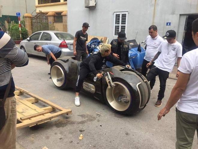 Siêu mô tô 2,7 tỷ lăn bánh lần đầu tiên tại Việt Nam, chủ nhân của nó khiến số đông tò mò-3
