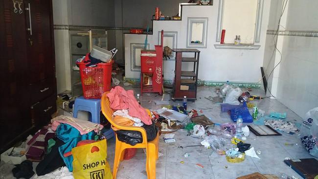 Nhân viên bảo dưỡng điều hòa khóc thét khi đến nhà khách mà tưởng sa nhầm bãi rác, nhìn lọc gió điều hòa mà suýt ngất-8