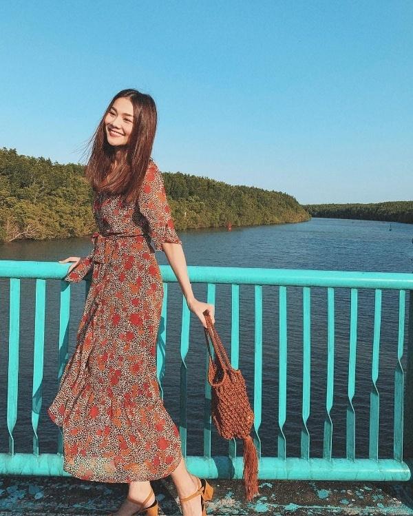 Hồ Ngọc Hà hóa quý cô sang chảnh, Chi Pu diện váy đỏ rực nổi bật trên phố ngày hè-8