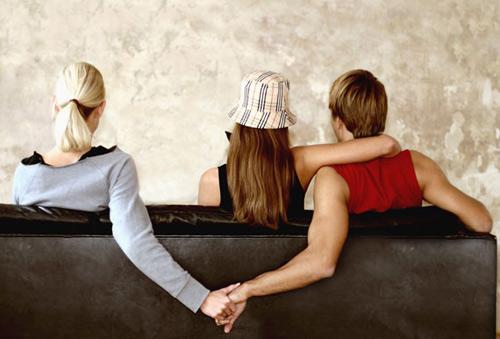 Giật người yêu của bạn cùng phòng, cô gái lên mạng xin lời khuyên và cái kết-2
