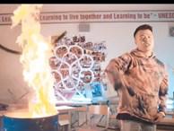 Vụ rapper bị tố vào trường Ams đốt sách vở: Con trai tổ trưởng tổ bảo vệ là người đưa ekip quay MV vào phòng học