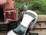 Tàu đâm ô tô khiến 5 người thương vong: Các nạn nhân đều có quan hệ họ hàng-4