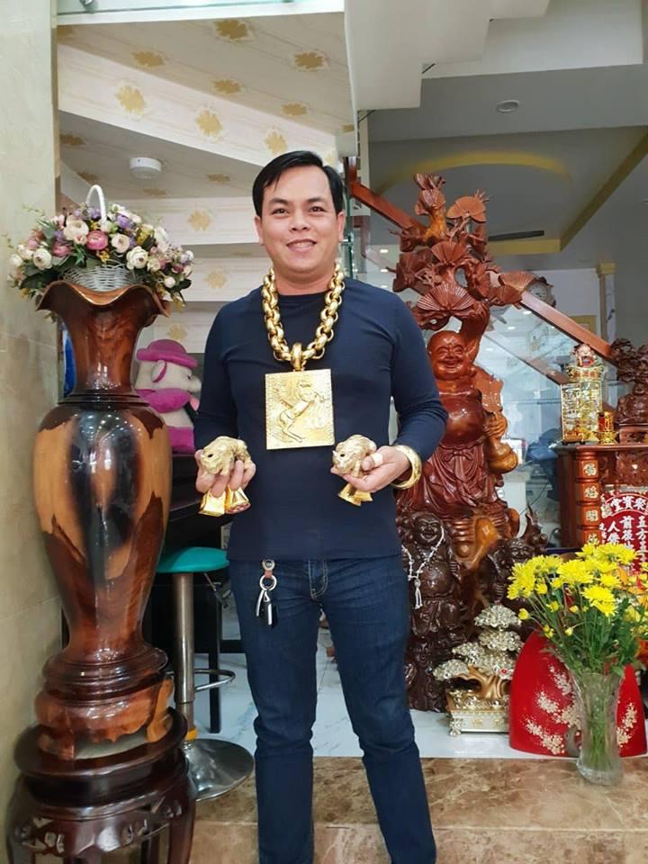 Là đại gia đeo vàng nhiều nhất Việt Nam nhưng có ai biết Phúc XO từng vất vả thế nào khi bố đi tù, bản thân mù chữ?-3