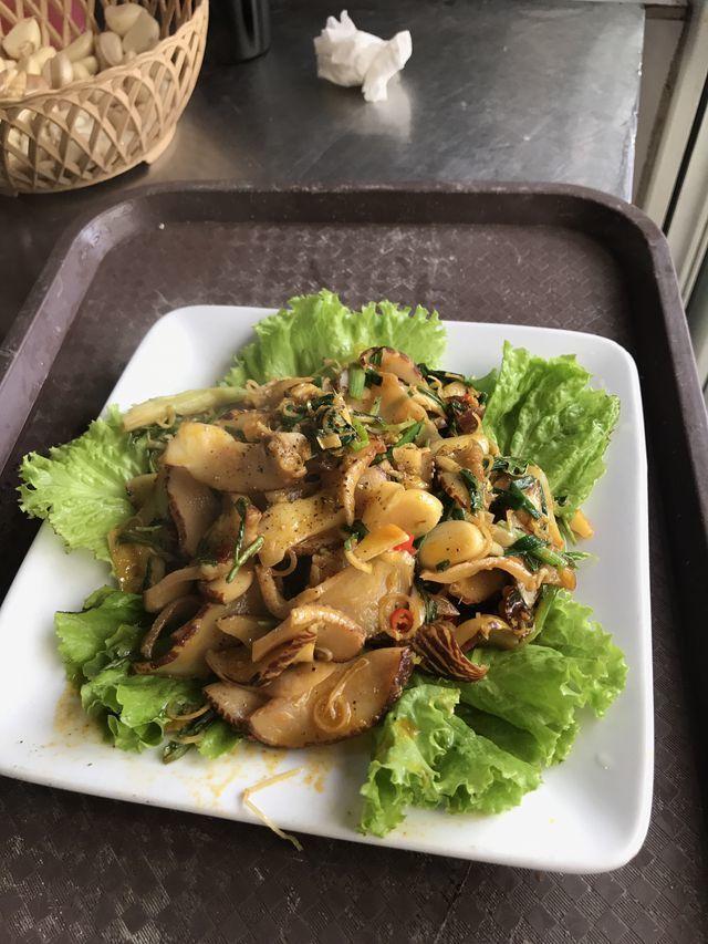 Con ốc kỳ lạ ở Quảng Ninh: Khổng lồ, 6 người ăn không hết?-6