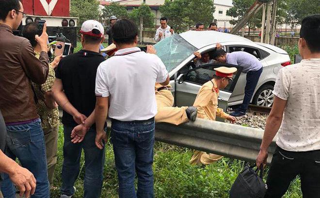 Tàu đâm ô tô khiến 5 người thương vong: Các nạn nhân đều có quan hệ họ hàng-1