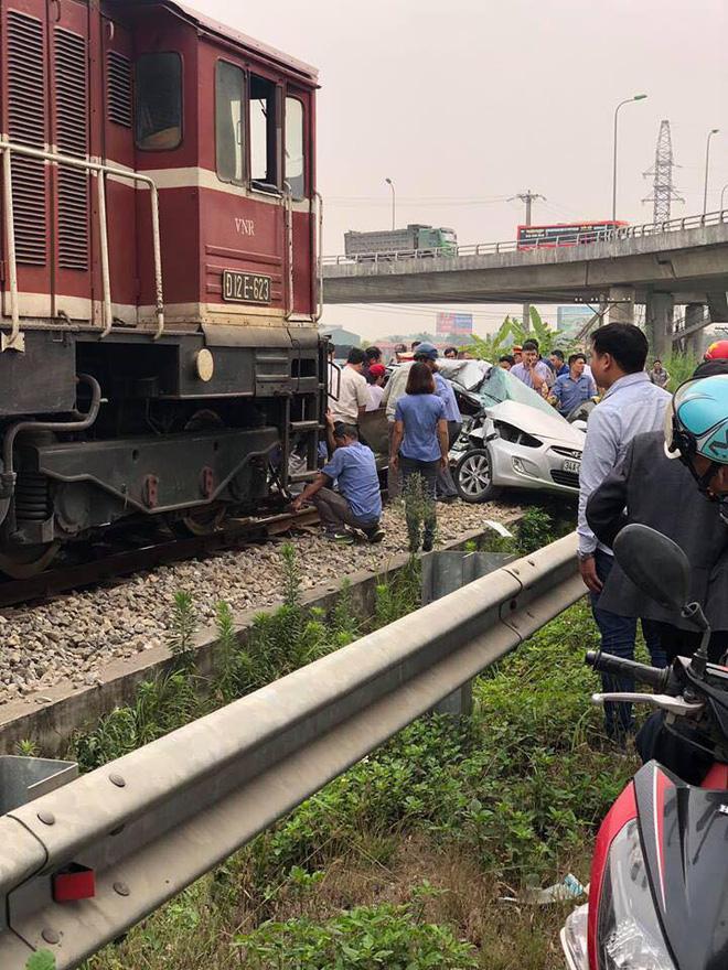 Tàu đâm ô tô khiến 5 người thương vong: Các nạn nhân đều có quan hệ họ hàng-2