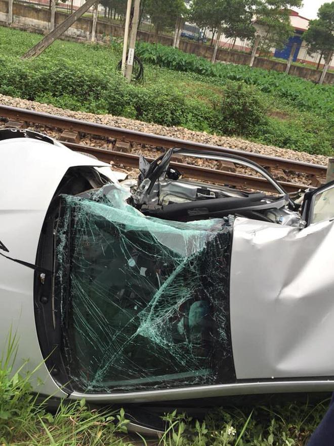 Tàu đâm ô tô khiến 5 người thương vong: Các nạn nhân đều có quan hệ họ hàng-3