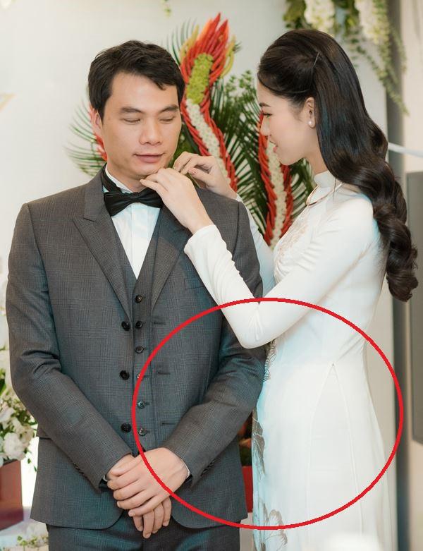 Á hậu Thanh Tú lần đầu công khai diện váy bầu, lộ vòng 2 khệ nệ trong hình ảnh mới nhất-4
