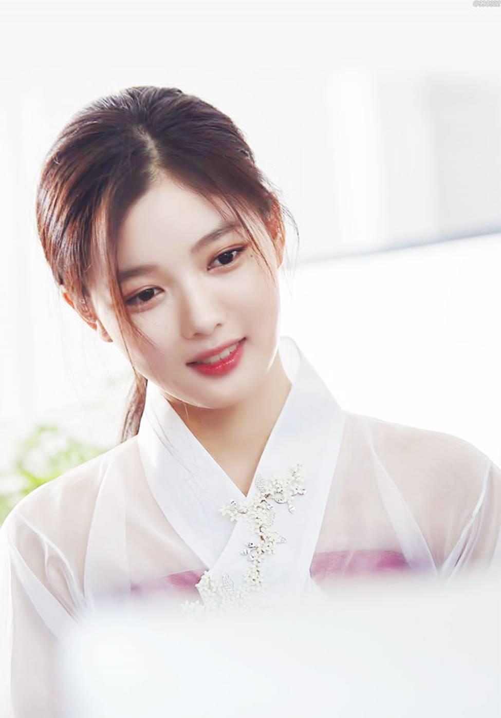 Vẻ đẹp xuất thần của cô gái 19 tuổi xinh nhất xứ Hàn-11