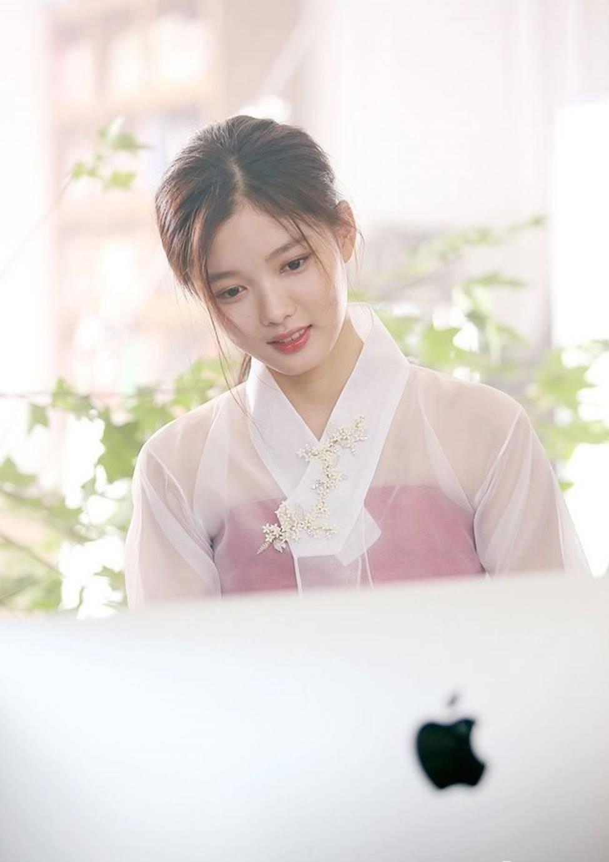 Vẻ đẹp xuất thần của cô gái 19 tuổi xinh nhất xứ Hàn-8
