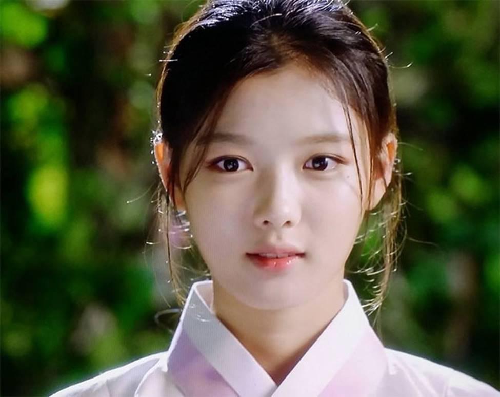 Vẻ đẹp xuất thần của cô gái 19 tuổi xinh nhất xứ Hàn-9