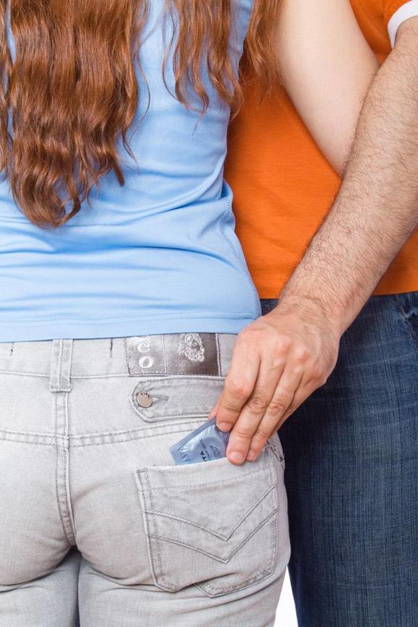 Bắt bạn gái mua bao cao su cho mình đỡ tốn kém, chàng trai khiến dân mạng dậy sóng-1