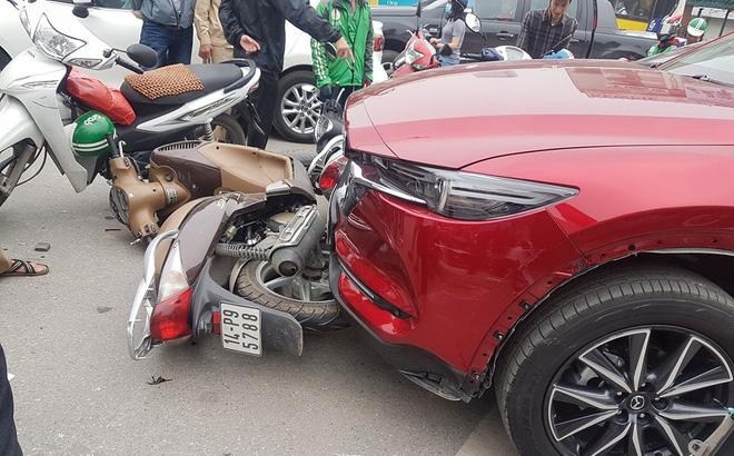 Mazda CX5 đâm liên hoàn ít nhất 5 xe máy-1
