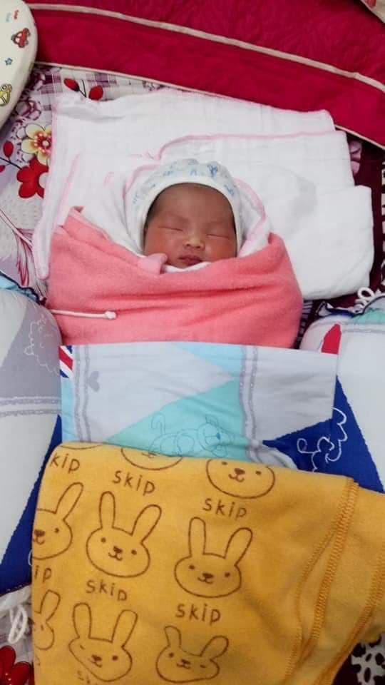 Bé gái 1 ngày tuổi bị bỏ rơi kèm bức thư của mẹ: Mẹ xin lỗi vì sinh ra nhưng không thể bên con và nuôi con-1