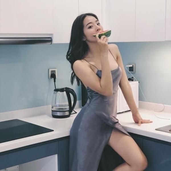 Gu thời trang xịt máu mũi của người đẹp giật bồ Hoa hậu Hương Giang-9