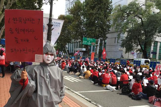 Đại dịch quay lén phụ nữ rúng động xã hội Hàn Quốc: Ra đường nơm nớp lo sợ, về nhà cũng không được bình yên-1