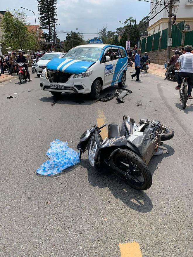 Thanh niên quốc tịch Mỹ gây tai nạn liên hoàn ở Đà Lạt kích động tại trụ sở công an-1