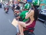 Ngồi trên xe ôm, chỉ bằng một hành động cô gái khiến cả phố ngoái lại nhìn-4