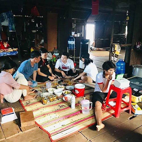 Một mình họa mặt vì không có ê-kip hỗ trợ, Hhen Niê vẫn khiến fan phát cuồng khi trình làng tuyệt tác cô Hen-2