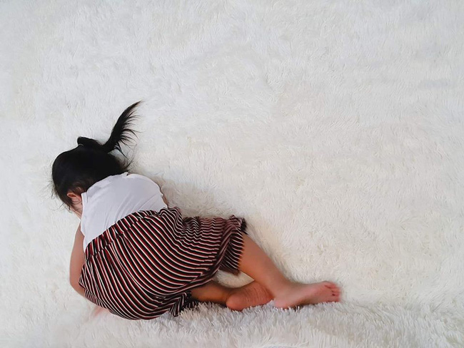 Các mẹ thi nhau khoe ảnh dáng ngủ của cục cưng nhà mình, đoán xem ai chất nhất nào-4